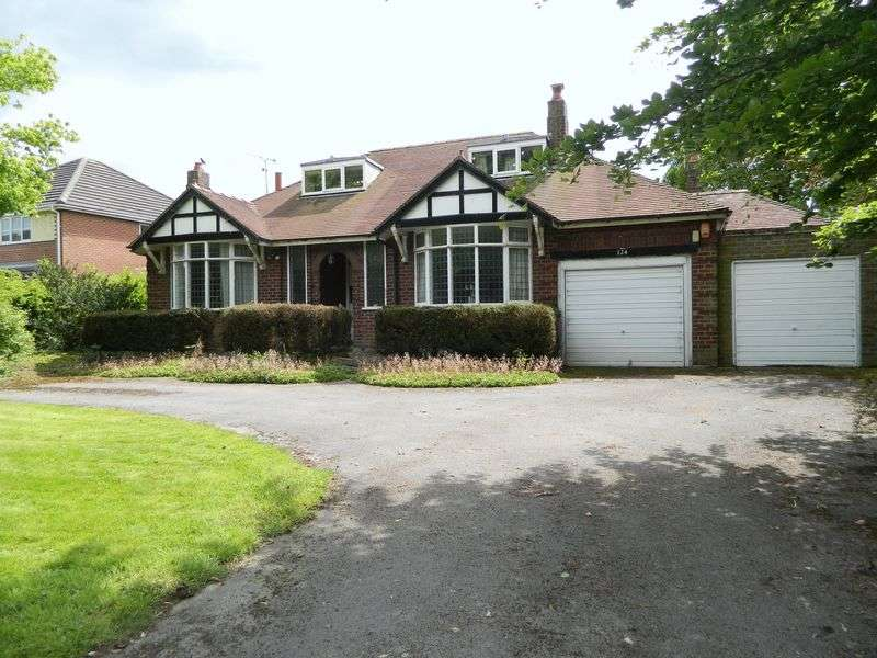 4 Bedrooms Detached Bungalow for sale in Middlewich Road, Sandbach
