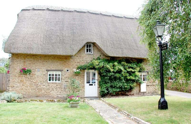 2 Bedrooms Detached House for sale in Hinton Waldrist, Oxfordshire