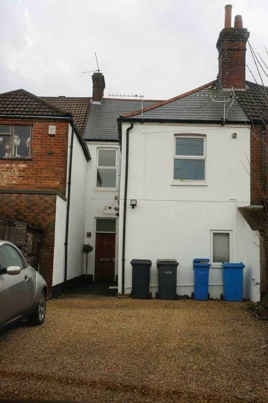 3 Bedrooms Flat for sale in 3 bedroom flat on Ashley Road