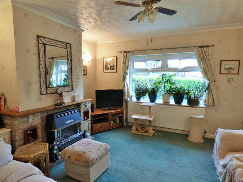 3 Bedrooms Semi Detached House for sale in Cog Lane, Burnley