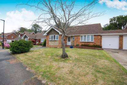 4 Bedrooms Bungalow for sale in East Cowes, Isle Of Wight
