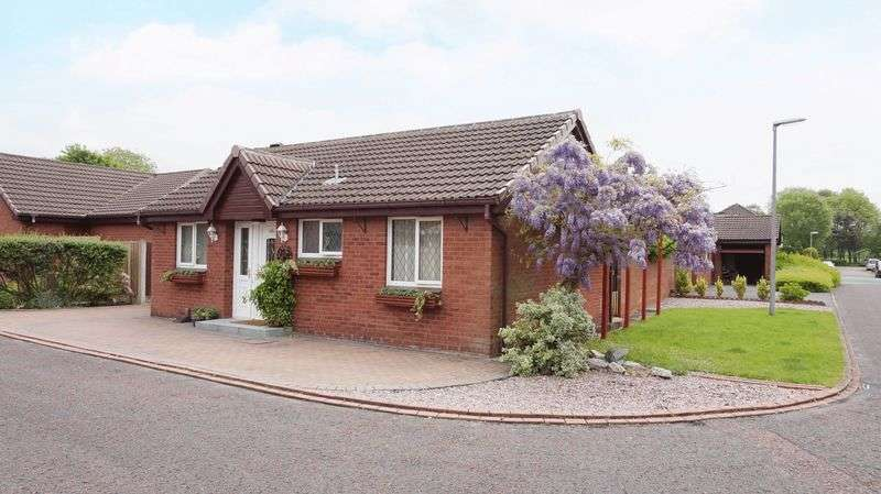 3 Bedrooms Bungalow for sale in Carrington Close, Warrington