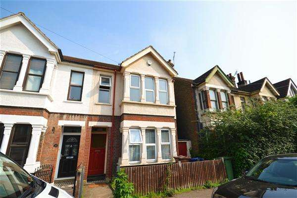 2 Bedrooms Semi Detached House for sale in Bermuda Road, Tilbury