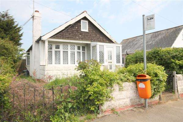 2 Bedrooms Bungalow for sale in Golf Green Road, Jaywick Village