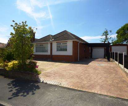 3 Bedrooms Bungalow for sale in Melbreck Avenue, Hawarden, Deeside, Flintshire, CH5