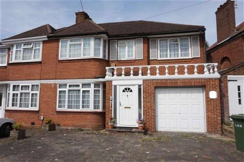 4 Bedrooms Property for sale in Weston Drive, Stanmore, Middlesex