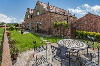 4 Bedrooms Barn Conversion Character Property for sale in The Fold, Hurworth, Darlington, Durham
