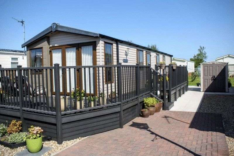 2 Bedrooms Bungalow for sale in 708 Falcon Mews, Willowgrove Park, Preesall, Lancashire, FY60RN