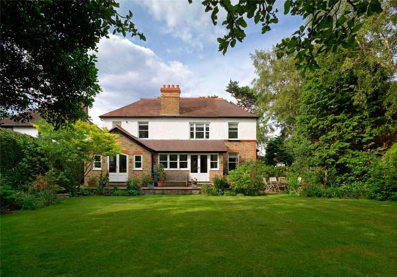 4 Bedrooms Detached House for sale in Thrupps Lane, Hersham, Walton-on-Thames, Surrey, KT12