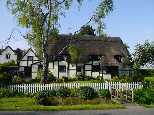 3 Bedrooms Detached House for sale in Pamington, Tewkesbury, Gloucestershire
