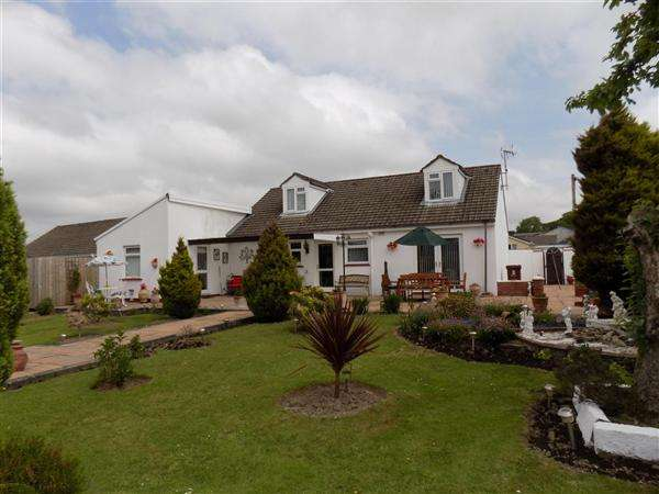 4 Bedrooms Bungalow for sale in Cross Lane, Crundale, Haverfordwest