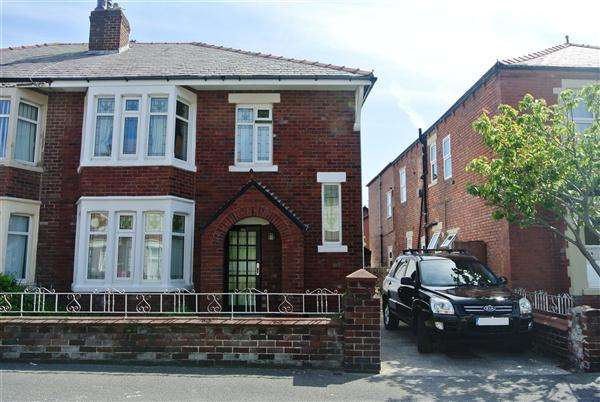 4 Bedrooms Semi Detached House for sale in Saville Road, Blackpool