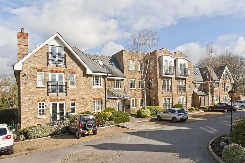 2 Bedrooms Flat for sale in Flockton House, Whittets Ait, Weybridge, Surrey, KT13