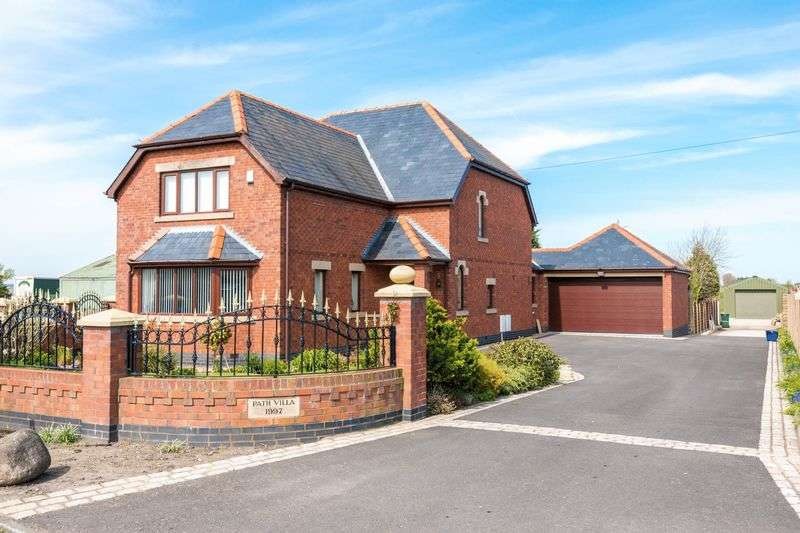 4 Bedrooms Detached House for sale in Moss Lane, Hesketh Bank