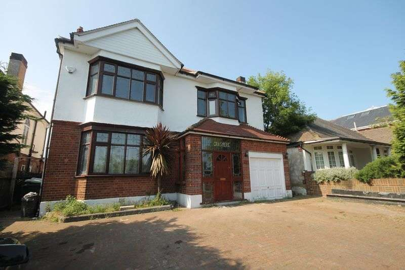 6 Bedrooms Detached House for sale in Manor Road, Chigwell