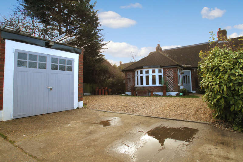 5 Bedrooms Semi Detached Bungalow for sale in Princes Avenue, Surbiton