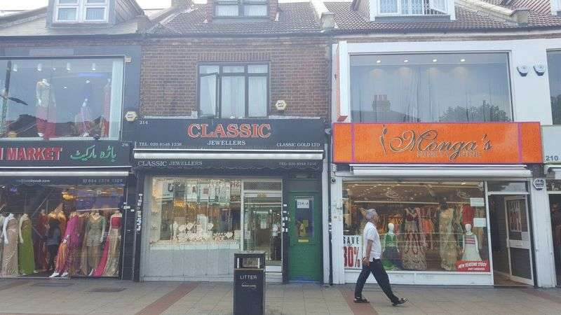 4 Bedrooms Commercial Property for sale in Shop with 4 Bedroom Maisonette - 15 years lease to assign (renewable)