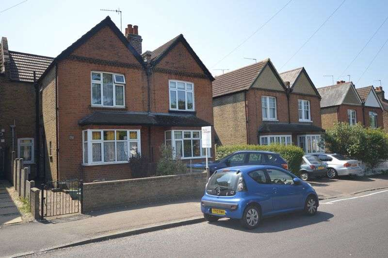 3 Bedrooms Semi Detached House for sale in Fleece road, Long Ditton, Surbiton