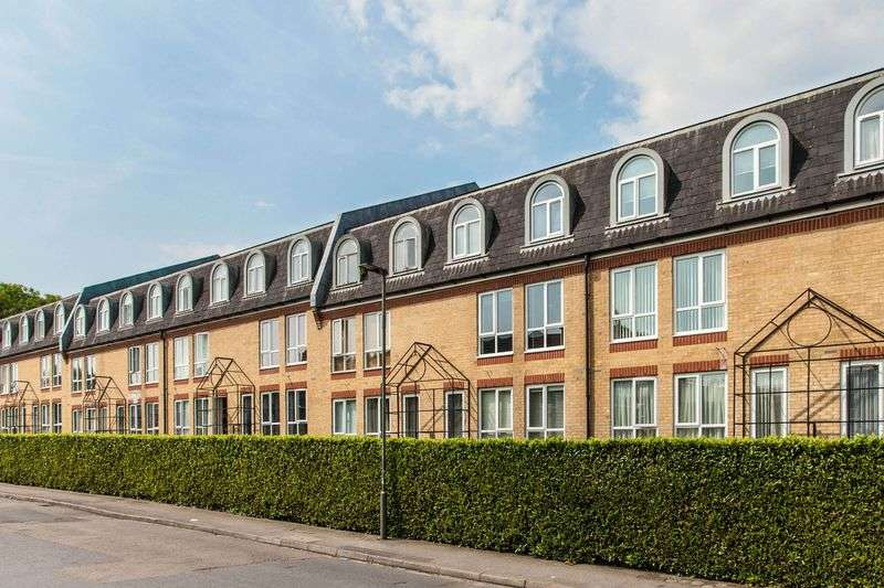 3 Bedrooms Flat for sale in The Alders, West Wickham