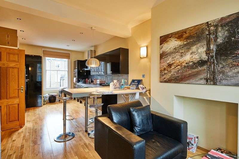 2 Bedrooms Flat for sale in Thorngate Road, London