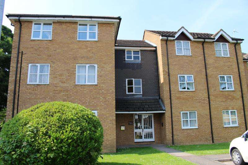 2 Bedrooms Flat for sale in TENNYSON AVENUE, HOUGHTON REGIS