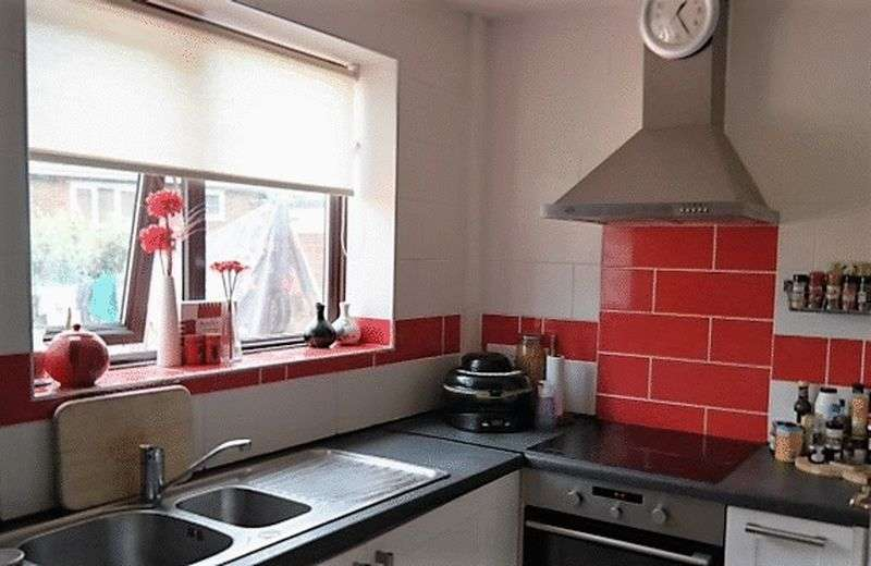 3 Bedrooms Semi Detached House for sale in Harvey Avenue, Newton-Le-Willows