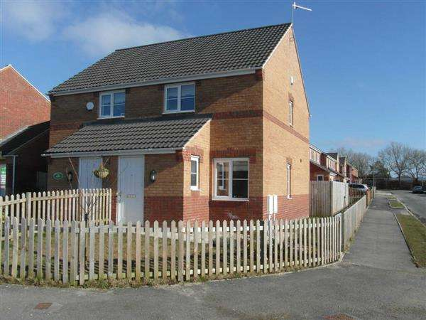 2 Bedrooms Semi Detached House for sale in Church Row, Buttershaw, Bradford