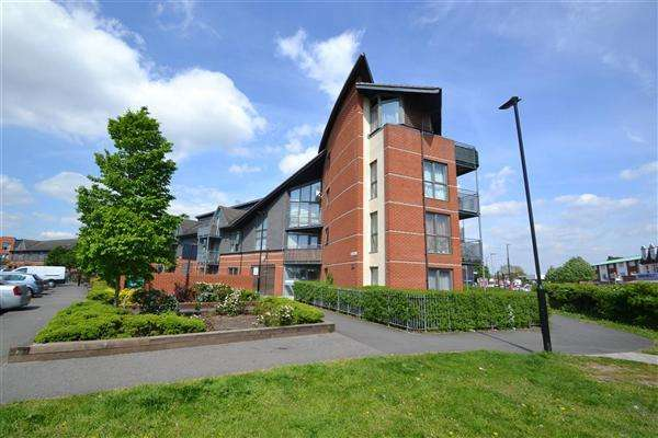 2 Bedrooms Apartment Flat for sale in Page Road, Bedfont