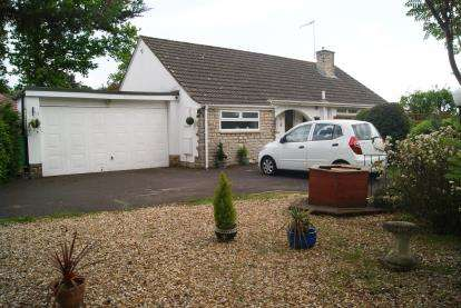 2 Bedrooms Bungalow for sale in Ashley Heath, Ringwood, Dorset