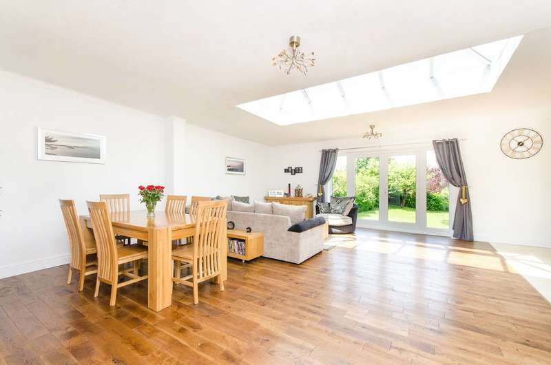 4 Bedrooms Detached House for sale in Stanley Park Road, Carshalton Beeches, SM5