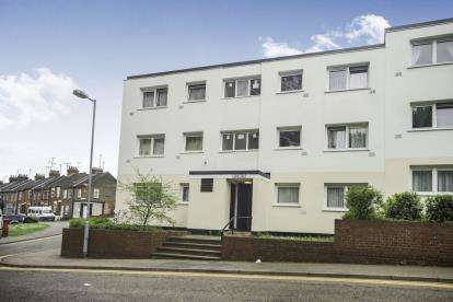 2 Bedrooms Flat for sale in Kingsland Road, Luton, Bedfordshire