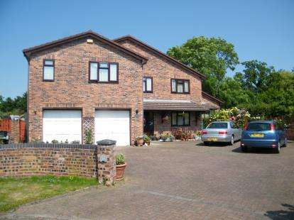 4 Bedrooms Detached House for sale in Peacock Avenue, Winsford, Cheshire, CW7