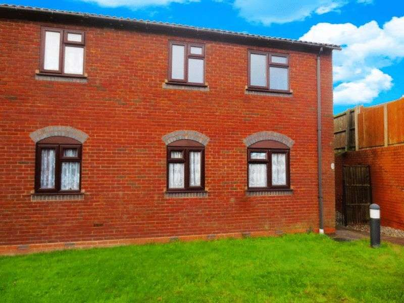 2 Bedrooms Flat for sale in The Pineways, Oldbury