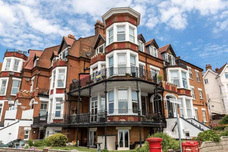 4 Bedrooms Flat for sale in The Leas, Westcliff-On-Sea