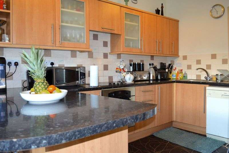 2 Bedrooms Flat for sale in Espedair Street, Paisley