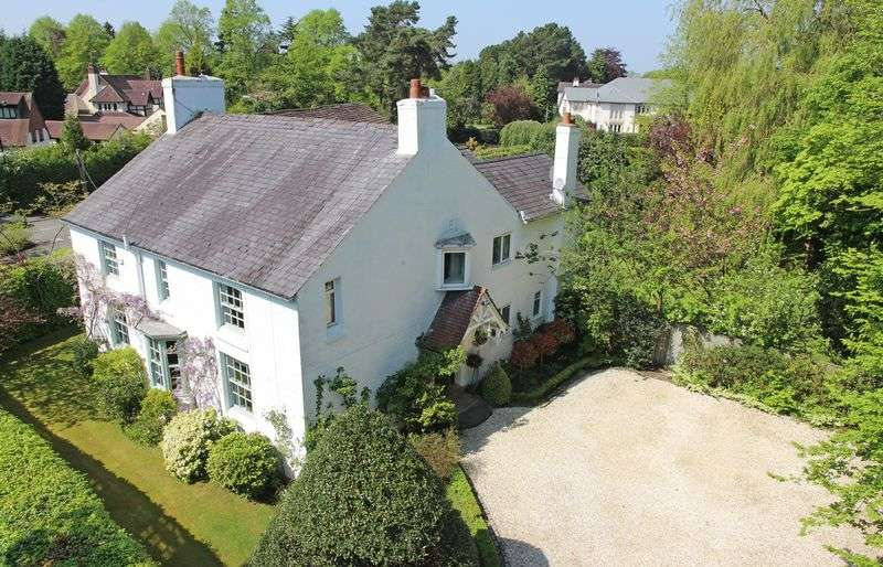 5 Bedrooms Detached House for sale in Broad Lane, Hale