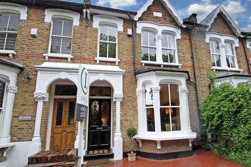 3 Bedrooms Terraced House for sale in Osborne Road, Buckhurst Hill