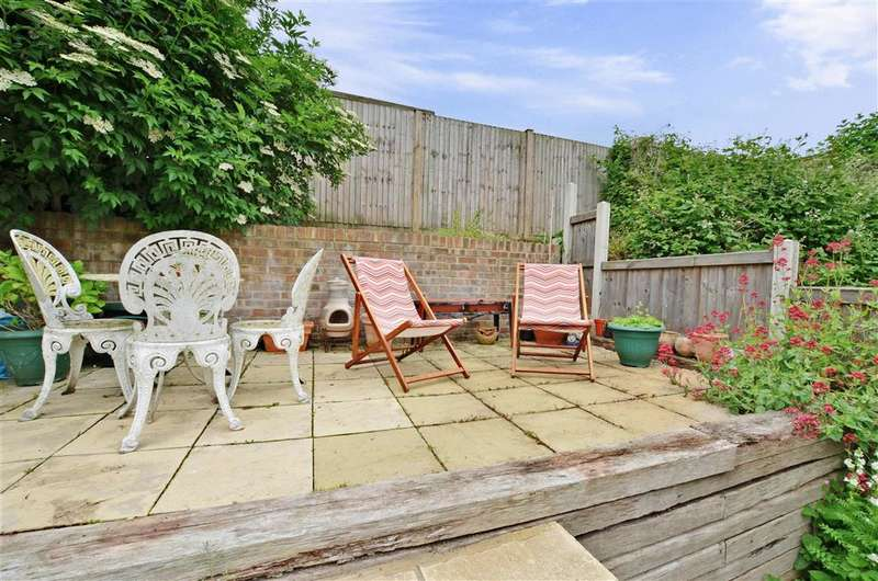 2 Bedrooms Semi Detached House for sale in River Street, River, Dover, Kent