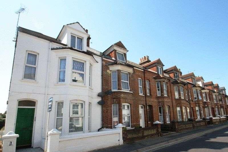 2 Bedrooms Flat for sale in Clifton Road, Littlehampton