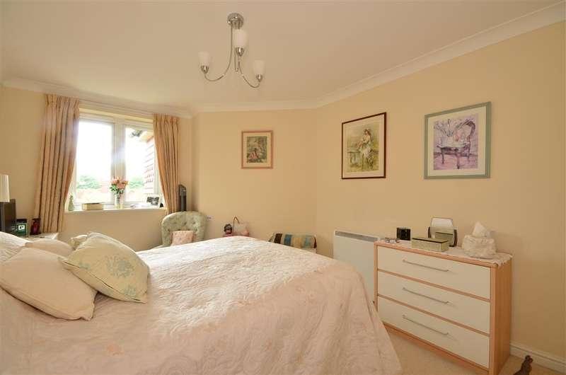 1 Bedroom Flat for sale in Stanley Road, Folkestone, Kent