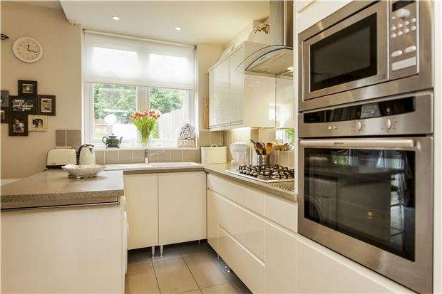 2 Bedrooms Cottage House for sale in Pleasance Road, Putney, LONDON, SW15