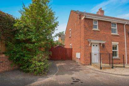 3 Bedrooms Semi Detached House for sale in Wright Way, Stoke Park, Bristol