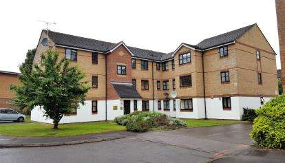 2 Bedrooms Flat for sale in Cherry Blossom Close, Palmers Green, London