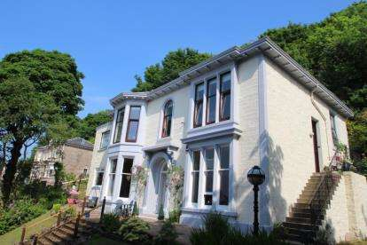 3 Bedrooms Flat for sale in Barrhill Road, Gourock