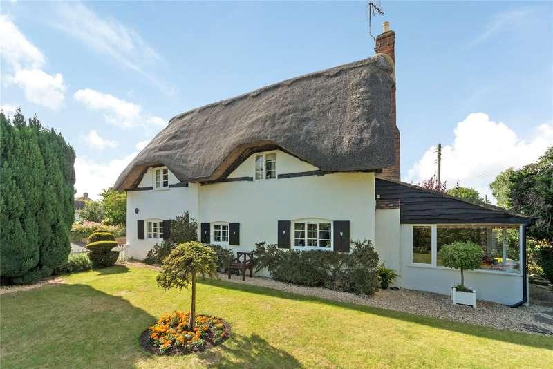 3 Bedrooms Detached House for sale in Main Street, Dumbleton, Evesham, Gloucestershire, WR11