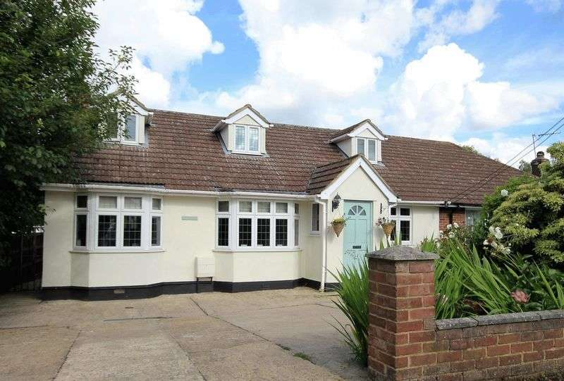 4 Bedrooms Semi Detached House for sale in Spring Pond Meadow, Hook End, Brentwood
