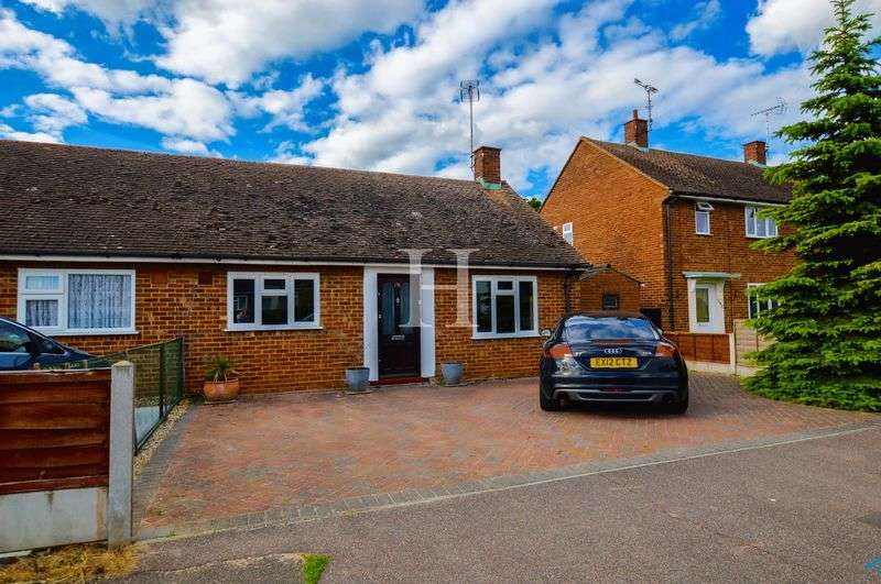 2 Bedrooms Semi Detached Bungalow for sale in Rochford Garden Way, Rochford, Essex, SS4