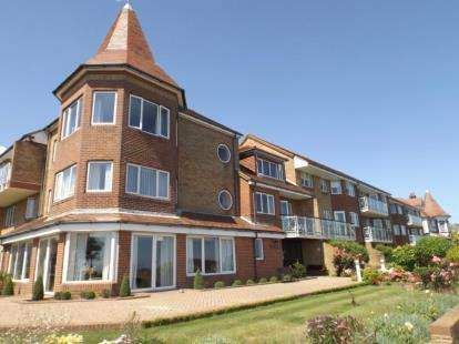 2 Bedrooms Retirement Property for sale in The Esplanade, Frinton-On-Sea, Essex