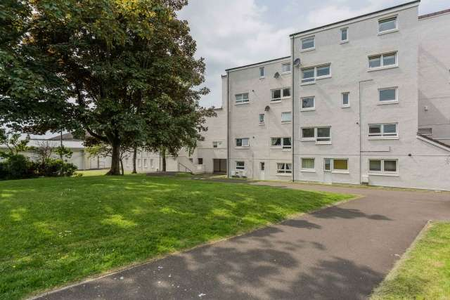 2 Bedrooms Maisonette Flat for sale in Maitland Court, Helensburgh, G84 7EE