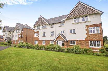 2 Bedrooms Flat for sale in Nile Close, Lytham St. Annes, Lancashire, England, FY8